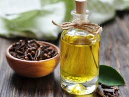 Clove Oil for Sore Gums
